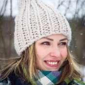 Вязаная шапка из крупной пряжи