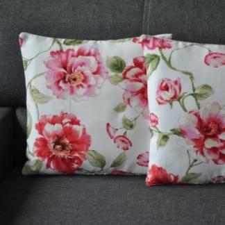 Подушка декоративная с розами