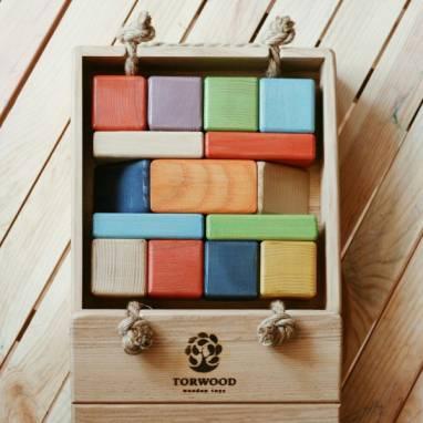 Набор деревянного конструктора из кубиков ручной работы. ручной работы