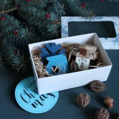 Подарочный набор с елочными игрушками ручной работы