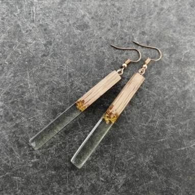 Серьги из древесины дуба и ювелирной эпоксидной смолы ручной работы