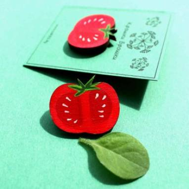 Значок деревянный помидор ручной работы
