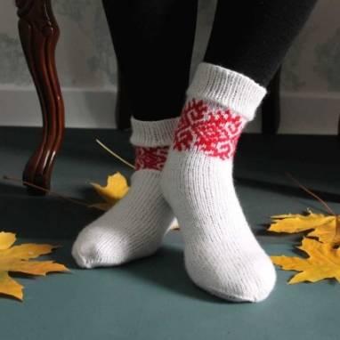 Вязанные носочки с узором ручной работы