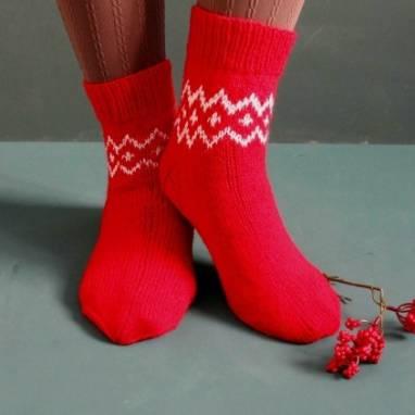 Красно-белые женские носочки ручной работы