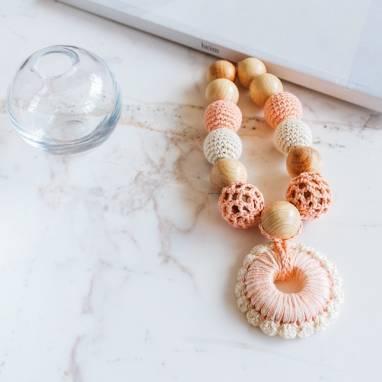 Слингобусы можжевеловые с грызунком Персик-крем ручной работы