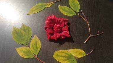 Брошь цветок из натуральной кожи ручной работы