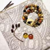 Браслет из натуральных камней с медальоном Индия