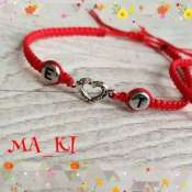 Плетеный красный браслет