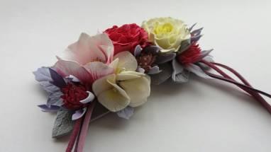 колье с цветами магнолия  ручной работы