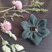 Брошь цветок из натуральной кожи