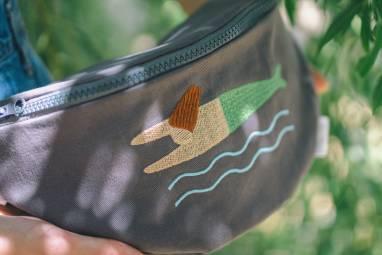 Поясная сумка с вышитой русалкой ручной работы