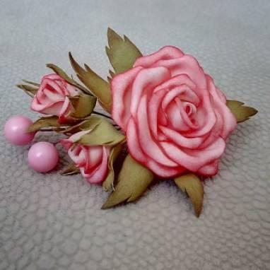 Брошь с розами из фоамирана ручной работы