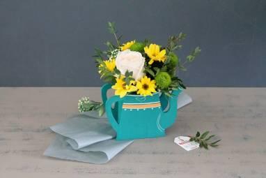 Рамка с цветами к 8 марта ручной работы