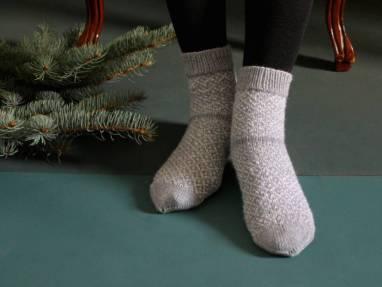 Носки вязанные с узором женские ручной работы