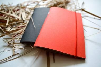 Блокнот красный с красной резинкой ручной работы