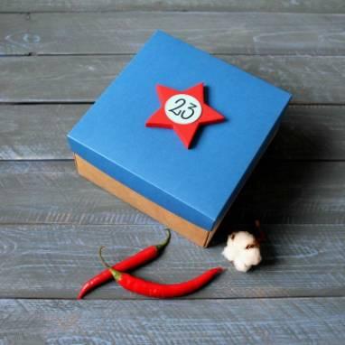 Коробка с синей крышкой к 23 февраля ручной работы