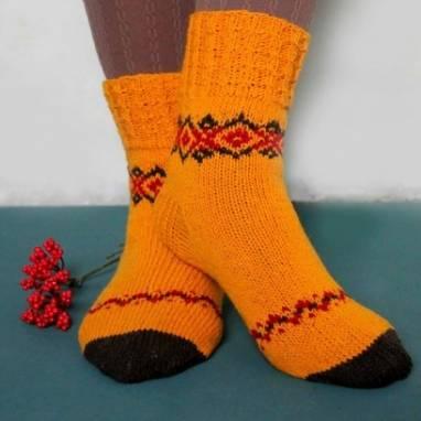 Женские вязанные носочки с узором ручной работы