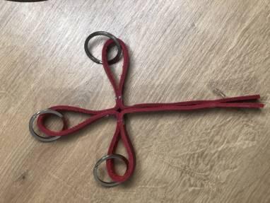 Брелок из красной кожи - Тройной в виде креста ручной работы