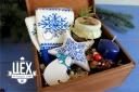 Подарок с синими варежками