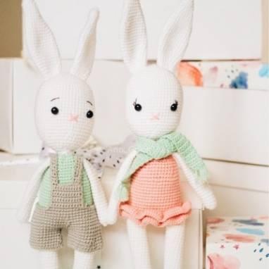 Набор вязаных игрушек Парочка Зайцев (заяц папа и зайчиха мама) ручной работы