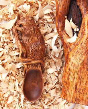 Магнит из дерева Ложка-Бобр ручной работы
