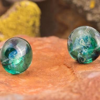 """Серьги из стекла """"Изумрудная вселенная"""" фьюзинг ручной работы"""