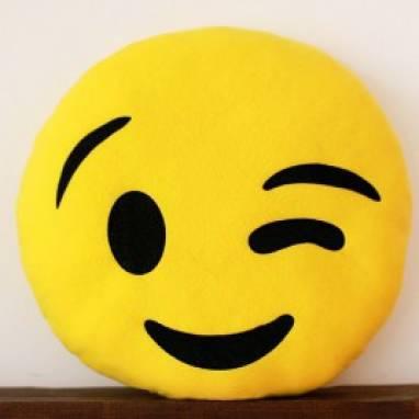 """Подушка-смайлик Emoji """"Подмигивающий"""" ручной работы"""
