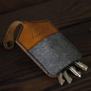 Кожаная ключница ручной работы