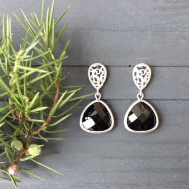 Серьги-гвоздики с нефритом в серебре ручной работы