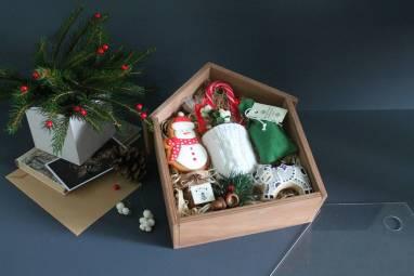 Новогодний подарочный набор в деревянной коробке ручной работы