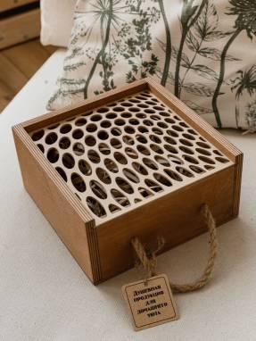 Деревянная коробка для подарка мужчине ручной работы