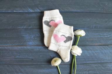 Носочки с сердечками ручной работы
