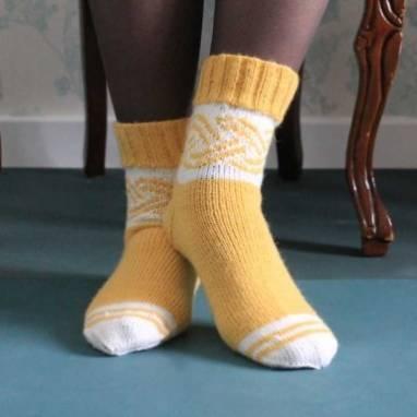 Женские носки вязанные с узором ручной работы