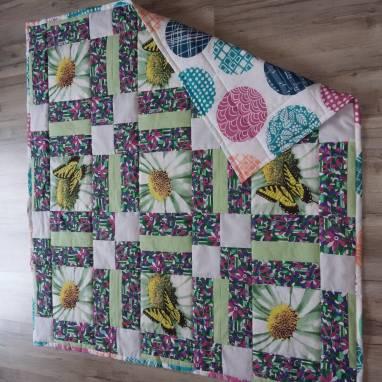 """Плед-одеяло детское """"Бабочки"""" в стиле пэчворк ручной работы"""