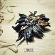 Брошка -цветок из натуральной черной и медной кожи