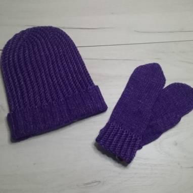 Комплект шапочка и варежки. Женские аксессуары  ручной работы