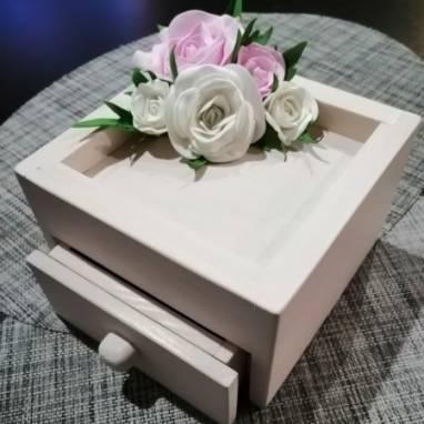 Шкатулка с цветами из фоамирана ручной работы