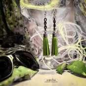 зеленые серьги-кисти из натуральной кожи