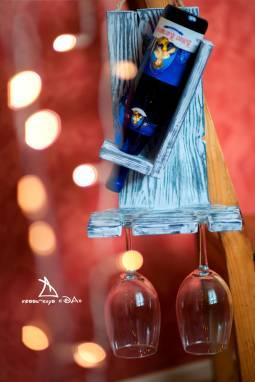Полка для бокалов и вина ручной работы