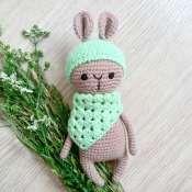 Мягкая игрушка зайчик с зелёным бактусом