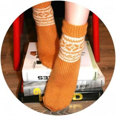 Носки женские вязанные с узором ручной работы