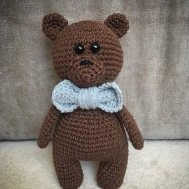 Мягкая вязаная игрушка медвежонок ручной работы