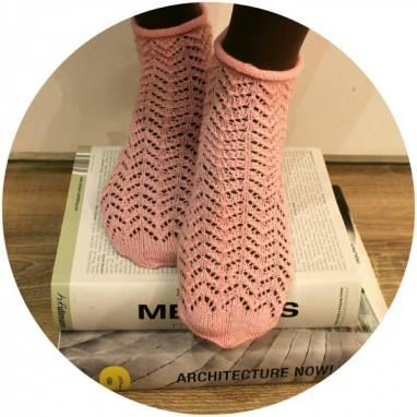 Носочки вязанные ажурные нежно-розовые ручной работы