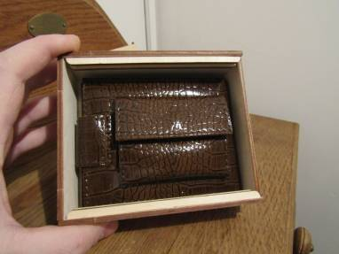Кошелек из  натуральной кожи  с тиснением под рептилию в коробке ручной работы