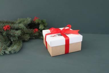 Крафтовая коробка для подарка ручной работы
