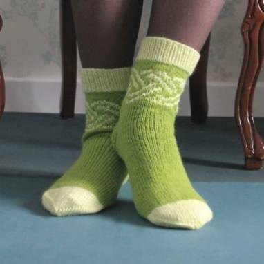 Вязанные носки женские к празднику ручной работы