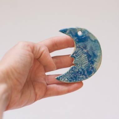 Керамическая игрушка на елку ручной работы
