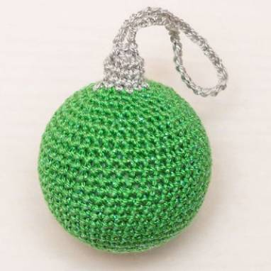 Ёлочный шарик 4 см, зелёный ручной работы