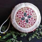 Круглая сумочка с инкрустацией из натуральной кожи