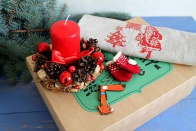 Подарок новогодний с вышивкой ручной работы